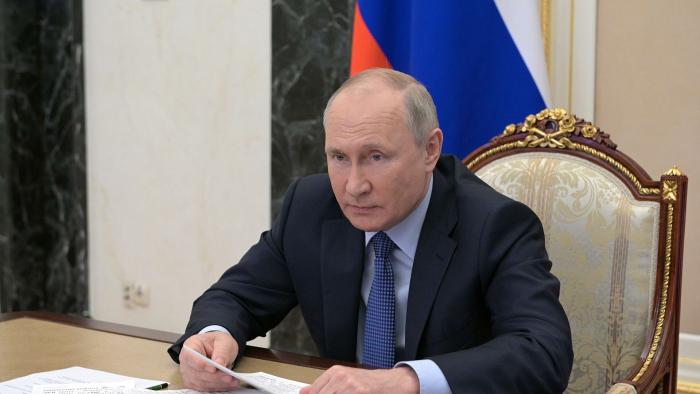 Путин поручил разработать стандарты по переходу на инновационные вагоны