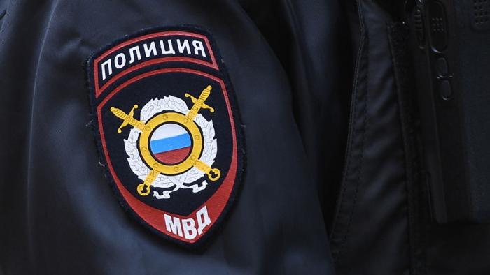 В Туве пьяный водитель пытался скрыться от ГИБДД, зажав инспектора стеклом машины