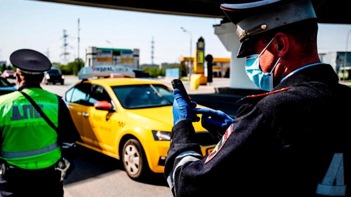 Водители с иностранными правами не смогут работать в такси в Москве