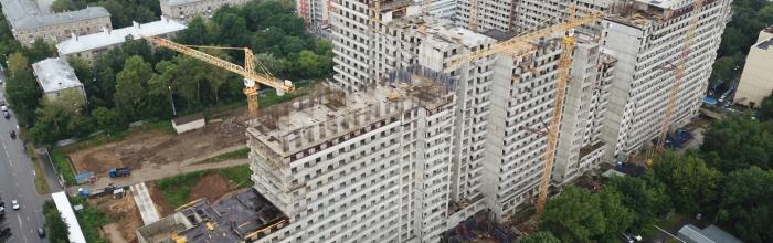 В проблемном ЖК «Терлецкий парк» на блоке Б корпуса №2 возводят последний жилой этаж